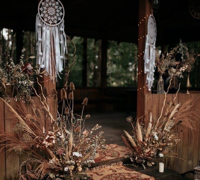 Makrame dekoracije na boho vjenčanju